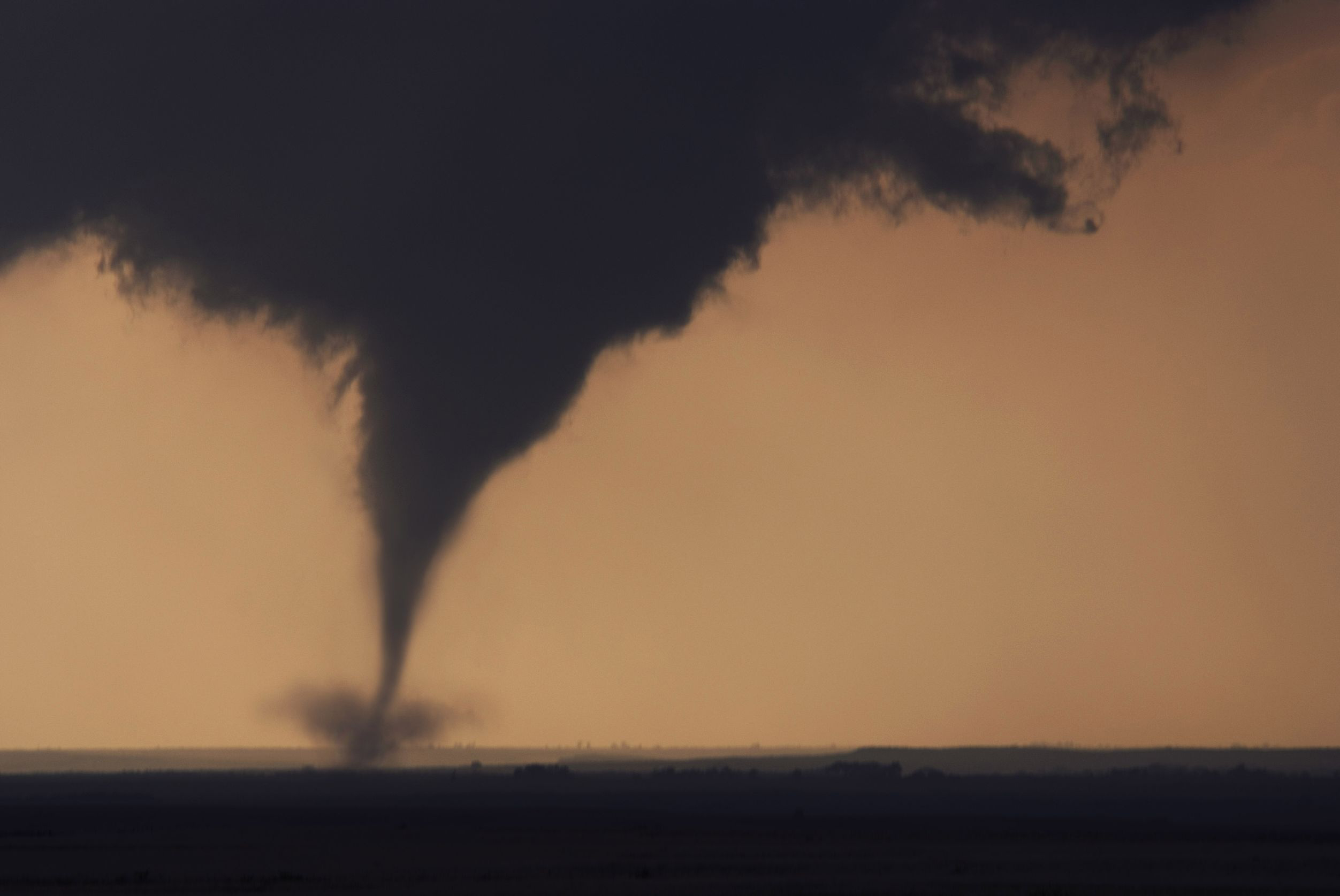 what is the relationship between tornadoes and el nino