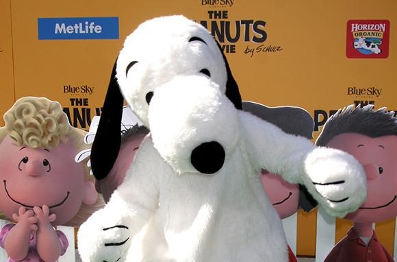 metlife snoopy mascot