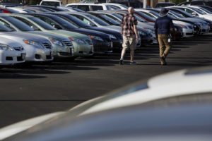 Customers shop for used vehicles displayed for sale outside of a CarMax Inc. dealership in Burbank, California, U.S., on Tuesday, June 17, 2014. CarMax Inc. is scheduled to release earnings figures on June 20. Photographer: Patrick T. Fallon/Bloomberg