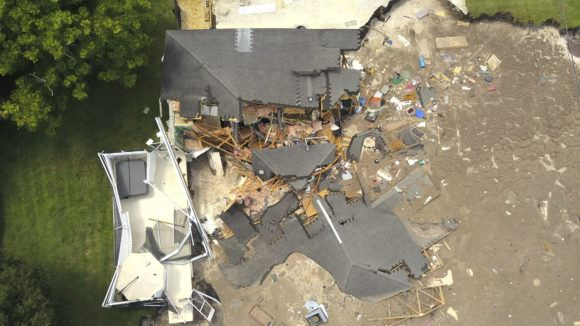 Sinkhole Swallows 2 Houses In Florida