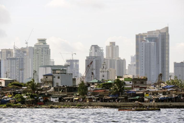 Тайфун Каммури обрушился на Филиппины, погибли, по меньшей мере, 3 человека