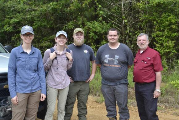 Insurance agent turns Mississippi bear hunters guide ...